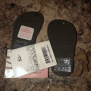 NWT Rainbow infant/toddler sandals 3/4
